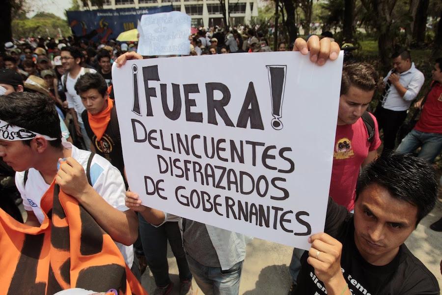 movilización-popular-en-guatemala-piden-renuncia-de-otto-pérez-molina-y-roxana-baldetti